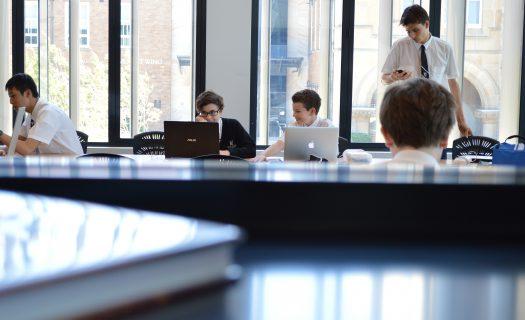 study_technology_boys