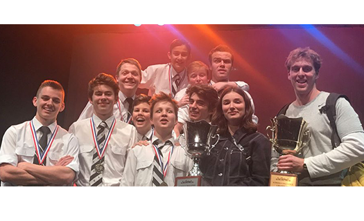 A group photo of the Newington College Impro Australia team